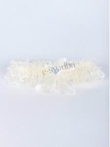 Молочная с бантиком свадебная подвязка 018
