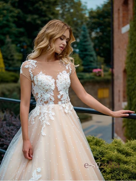 65219b35900 Свадебное платье в горошек