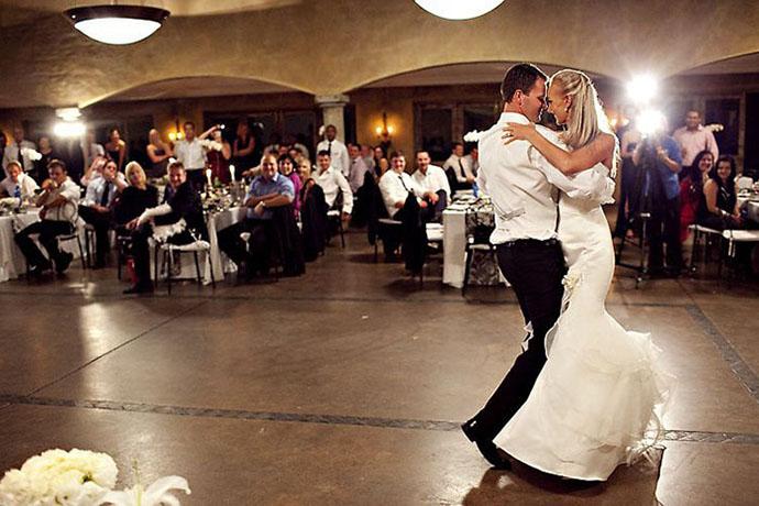 Первый танец жениха и невесты:вальс